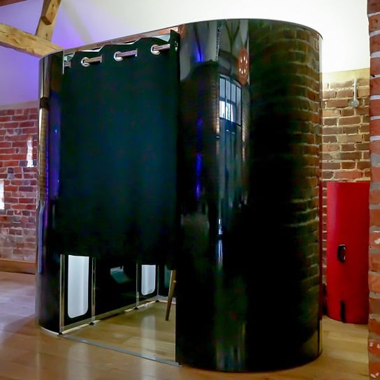 Photobooth hire Surrey - shiny black Photo Booth